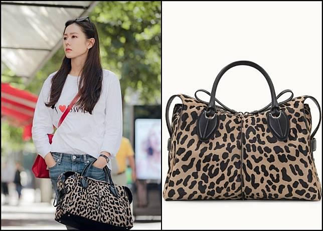 孫藝珍以衞衣襯牛仔褲輕裝去瑞士,手挽的豹紋旅行袋就係TOD'S D-Styling Bag。(互聯網)