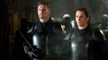 《蝙蝠俠:開戰時刻》之後不願再演超英電影!「最強老爸」連恩尼遜透露背後原因...