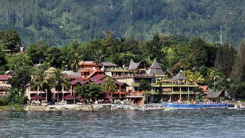 Objek Wisata di Sekeliling Pulau Samosir