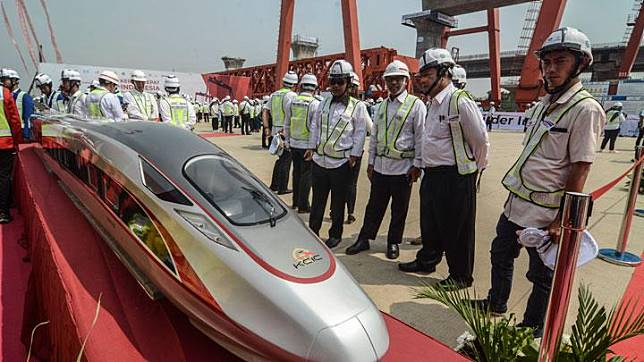 Officers observe fast train replica at Casting Yard KM 26 of Jakarta-Cikampek Toll, Cikarang Utama in Bekasi, West Java, on Monday, September 20, 2019. The Jakarta-Bandung fast train is expected to operate in 2021. ANTARA