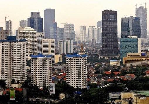 Apartment towers fill Jakarta's cityscape. According to Colliers data, the apartment occupancy rate in Jakarta fell to 85 percent in the third quarter from 87 percent in the second quarter.