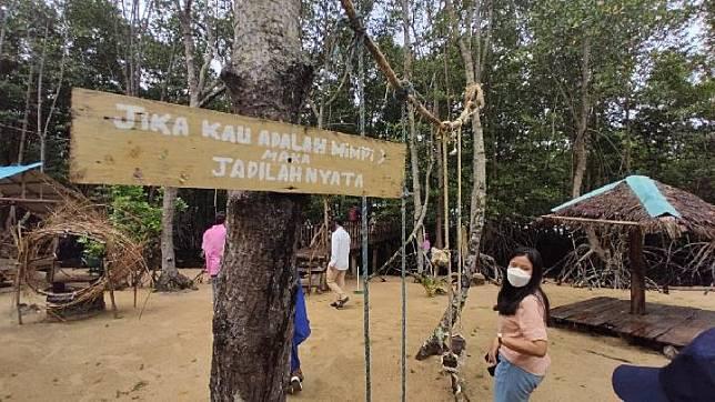 Wisata Ke Gundukan Pasir Hutan Mangrove Pandang Tak Jemu Di Kota Batam Tempo Co Line Today
