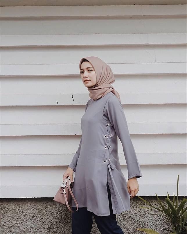 Simple Chic 11 Gaya Hijab Abu Abu Selebgram Mega Iskanti