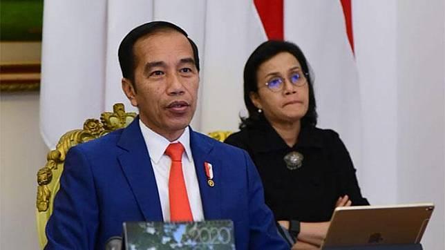 President Joko Widodo, accompanied by Finance Minister Sri Mulyani, joins the virtual Extraordinary G20 Leaders' Summit at the Bogor Palace, Thursday, March 26, 2020. Photo: Presidential Secretariat Press Bureau/Muchlis Jr