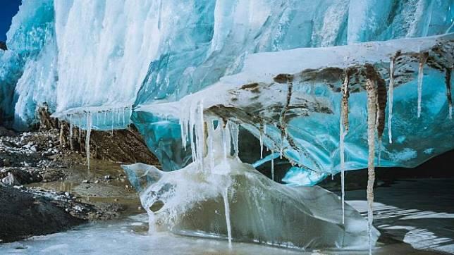 Pegunungan es di Tibet, China