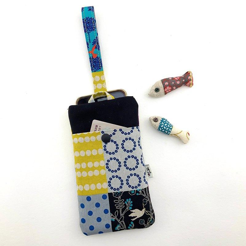 #放在包內保護螢幕,取用方便,提在手上或掛在手腕上,保護手機又吸睛。 #多了一個口袋,收納卡片、鈔票,超級方便。 @販售商品為一個手機套。