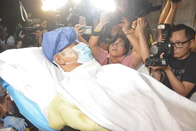 任達華已經在當地醫院完成手術,並坐醫療專車返港就醫。