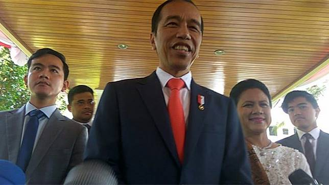 Presiden Joko Widodo didampingi keluarga keluar dari Istana Merdeka, Jakarta, untuk menuju Gedung Parlemen dalam rangka acara pelantikan presiden 2019-2024, 20 Oktober 2019. TEMPO/Ahmad Faiz