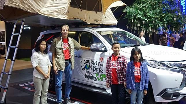 Keluarga Koudijs yang telah menjalani petualangan di 34 negara bersama Mitsubishi Pajero Sport [Suara.com/Manuel Jeghesta Nainggolan].