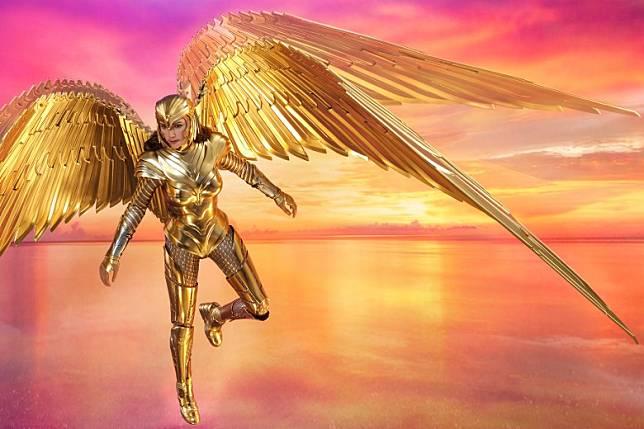 豪華版附有一對長67cm的巨型電鍍飛翼,還原出層層羽翼,霸氣十足。(互聯網)