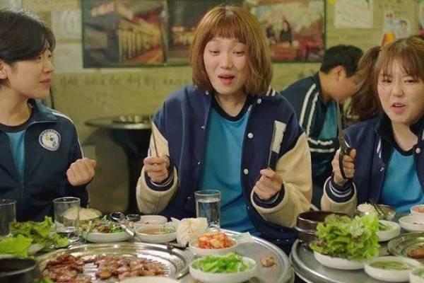 Makan Bareng Orang Korea? Ini 7 Etika yang Wajib Kamu Patuhi