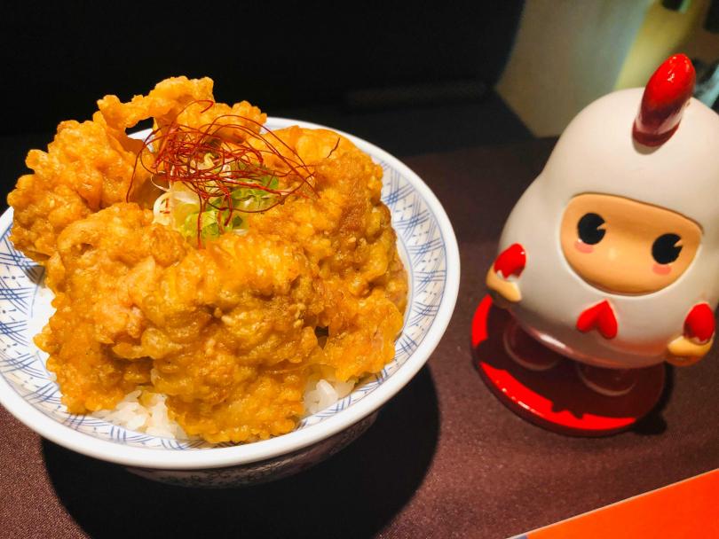 香香雞天丼。(圖/余玫鈴攝)