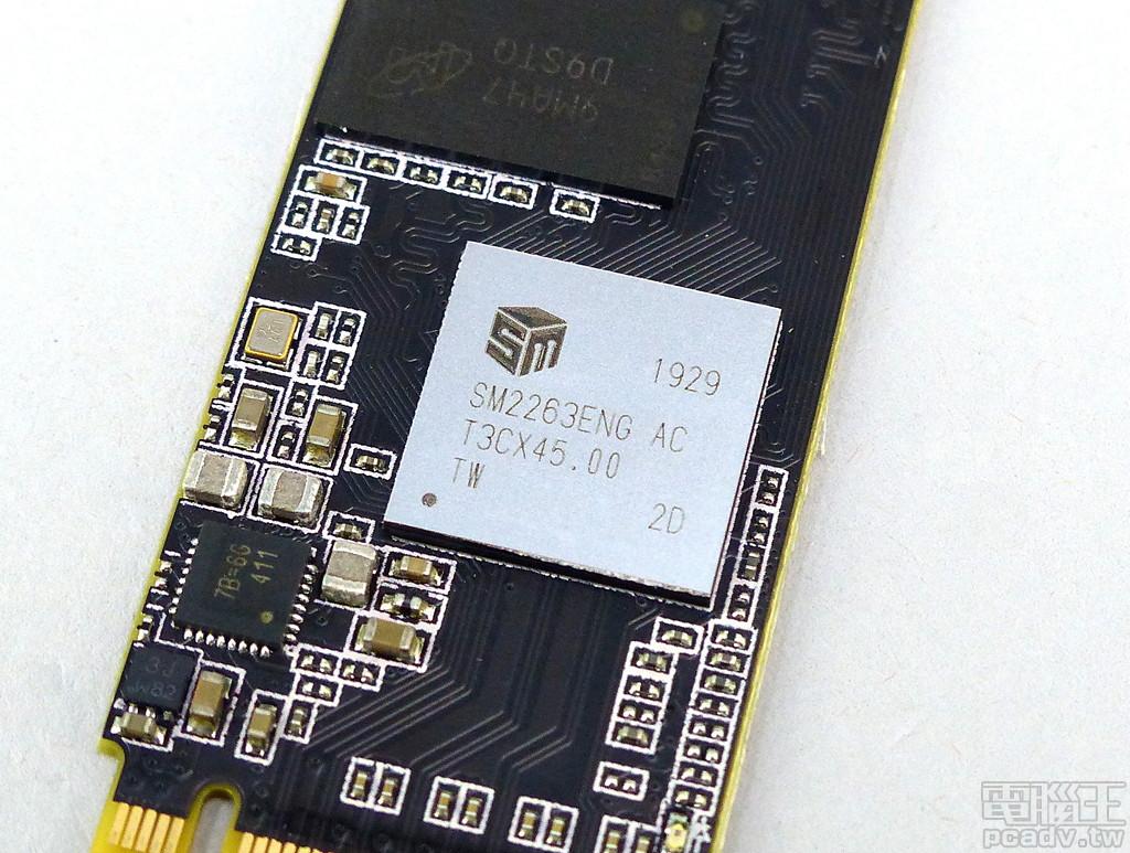 該 SSD 控制器為 SM2263ENG。