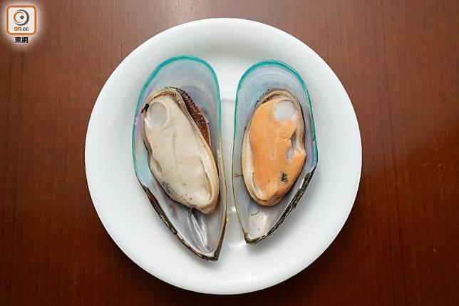 青口一樣有雌雄之分,雄性生殖腺為乳白色,雌性生殖腺則為黃色。(張群生攝)