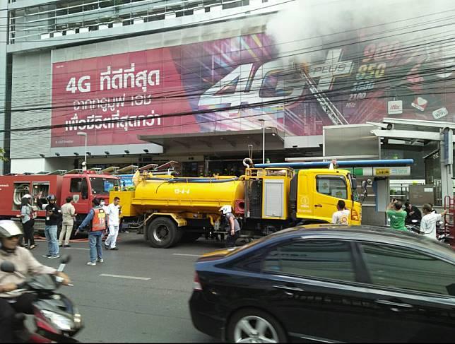 คุมเพลิงไหม้ฟอร์จูน รัชดา ได้แล้ว ด้าน MRT ปิดทางเข้าออกที่ 1 ใช้ทางเข้าออก 2 และ 3 แทน