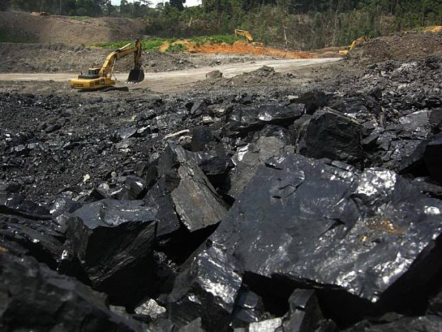 The picture shows an open-pit coal mine in Binungan, East Kalimantan. Indonesian coal miner PT Bayan Resources signed an agreement on Sunday to export coal to Bangladesh