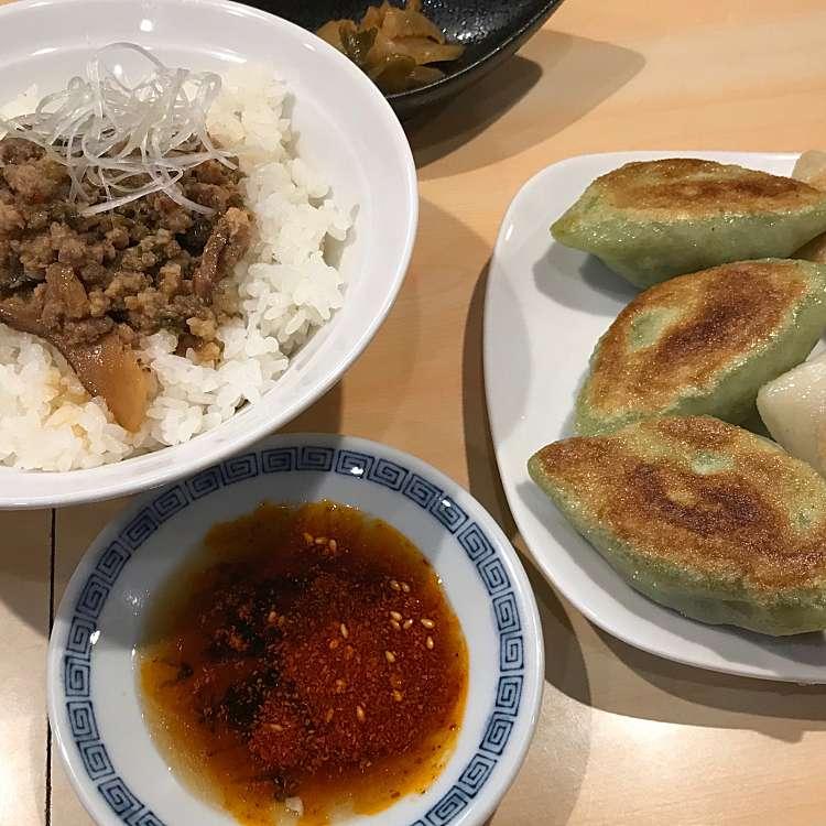 新宿区周辺で多くのユーザーに人気が高い餃子外堀PAIRONの上肉飯・鶏肉飯お得セットの写真