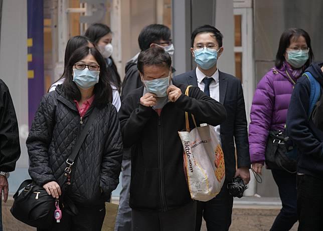 何栢良再次呼籲市民出外都要戴口罩,及要勤洗手和做好廁所衛生。資料圖片