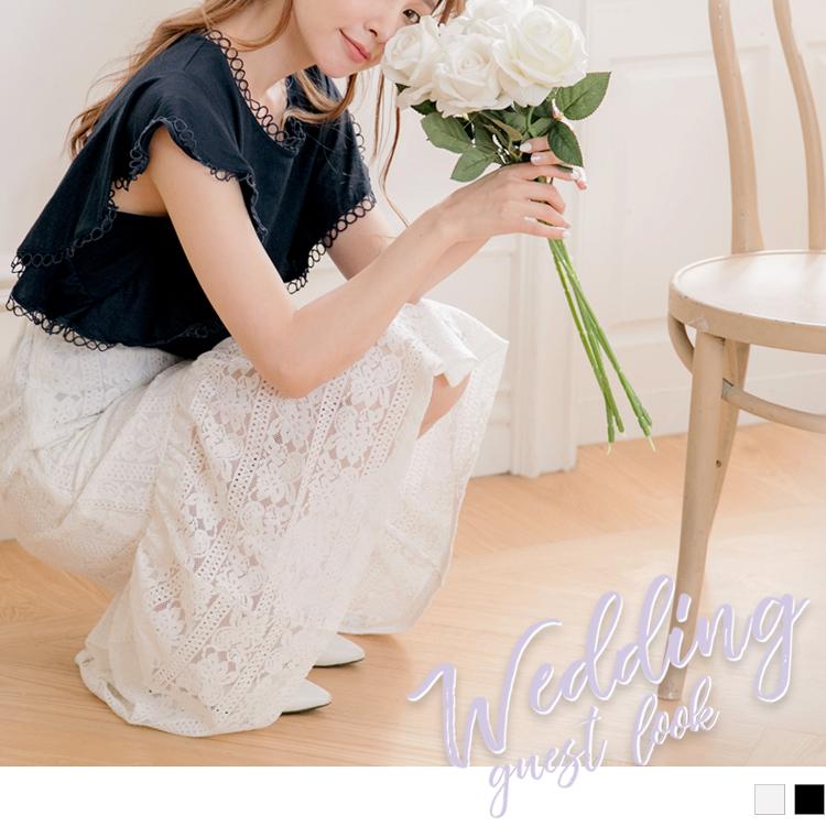 採用細緻的蕾絲面料和針織內裡, 使穿著安心自在讓肌膚好感一整天~ 俐落的A字剪裁不挑下半身穿著, 魚尾裙襬設計營造浪漫優雅的迷人氣息~ 滿版的蕾絲雕花搭配質感的純色調展現個人氣質品味, 此款中長裙不論