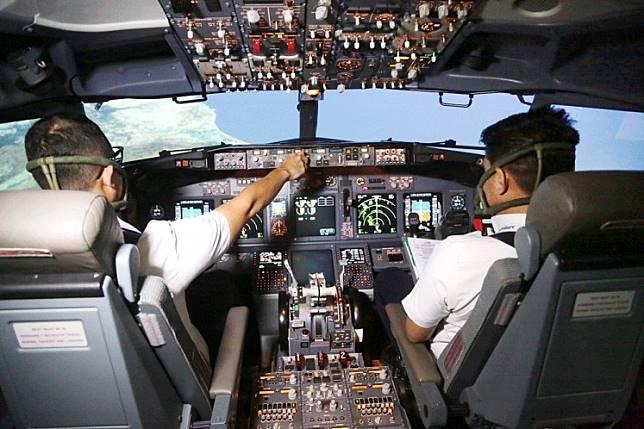 Russians hail 'hero' pilot after emergency landing in corn field