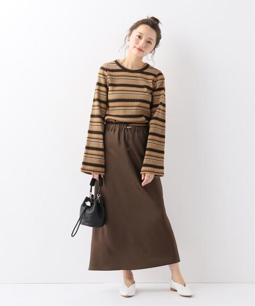 大袖口巧克力色複合橫條紋上衣搭配棕色長裙