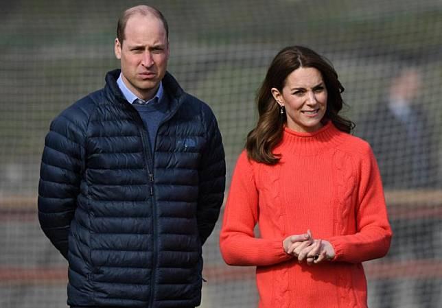 Pangeran William dan istrinya, Kate Middleton. Keluarga mereka tengah menikmati liburan musim panas di Kepulauan Scilly, Inggris.