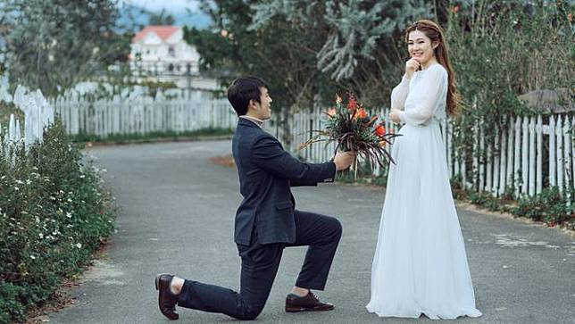 Ini Lama Waktu Hingga Orang Bilang Cinta Pertama Kali ke Pasangannya