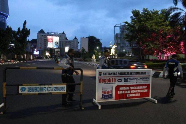 Menko Luhut Bakal Rapat Bahas Lockdown Jakarta