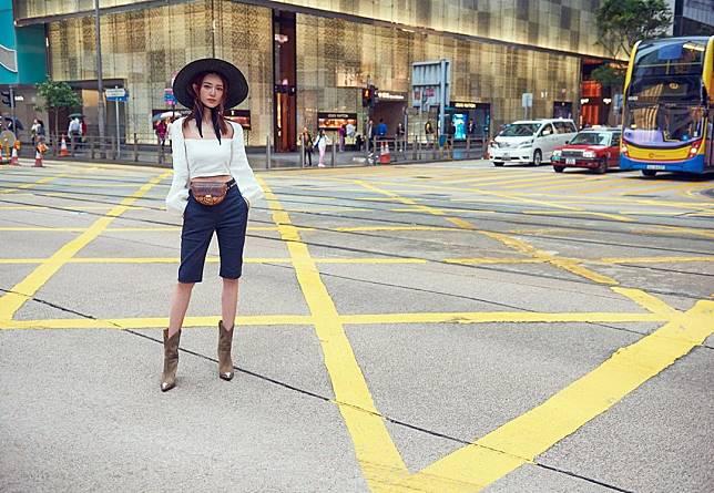 倪晨曦在馬路中心拍攝,被網民鬧爆。