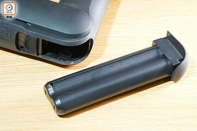 每枚電池可使用75分鐘,原裝附設兩枚電池。(莫文俊攝)