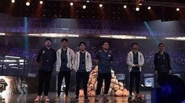 Setelah mengalahkan RRQ, EVOS Legends lolos ke grand final turnamen Mobile Legends M1 World Championship di Axiata Arena, Kuala Lumpur, Malaysia, Sabtu (16/11/2019). [Instagram/mpl.id.official]