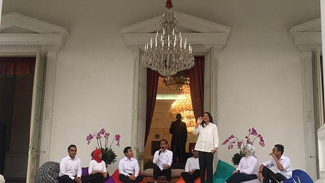 Jokowi Memperkenalkan 7 Staf Khusus Baru Presiden