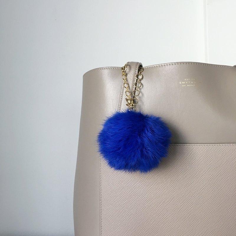 還告訴我在任何袋美艷! 即使是在休閒包,我認為滿足甚至名牌包。 ★尺寸:約13厘米總長度 ★材質: 皮草:皮草狂熱(棕色),約80毫米(這是足以容納一隻手) 設備:黃銅(鍍) 珠:珍珠珠(塑性加工)