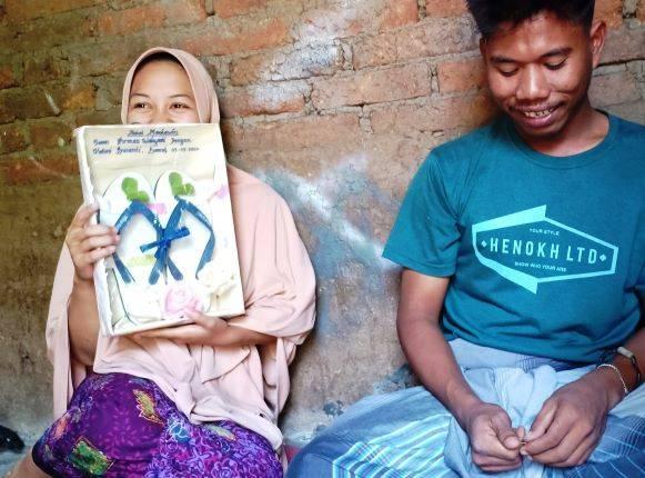 Nikah Mahar Sandal Jepit : Pernah Gagal Berumah Tangga, Kini Ingin Rintis Keluarga Bahagia