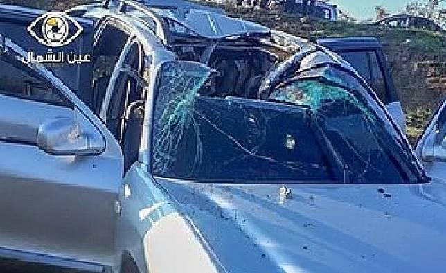 Mobil pemimpin Al-Qaeda  Abu Ahmad al-Muhajir yang rusak akibat serangan rudal R9X AS, Sealsa, 3 Desember 2019, di dekat Alepo, Suriah. (twitter/@Charles_Lister)