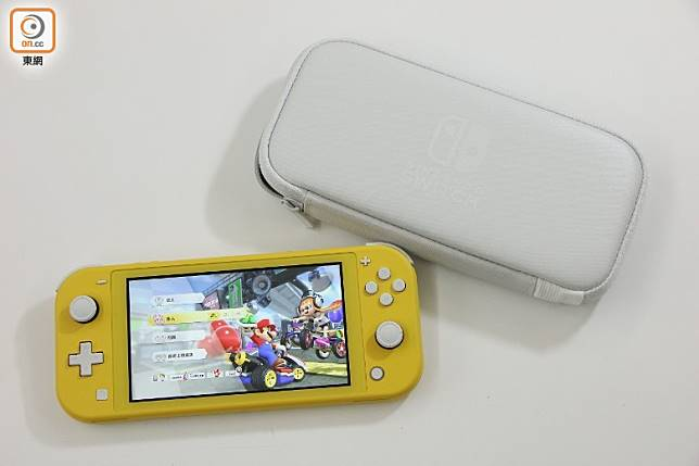 亦推出有原廠的Switch Lite便攜袋。(盧展程攝)