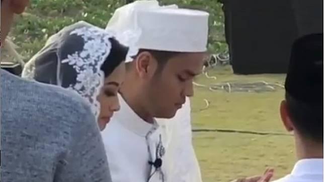 Asta Ran menikah dengan perempuan bernama Nurul Azizah di Bali, Sabtu (24/8/2019) sore. [Instagram]