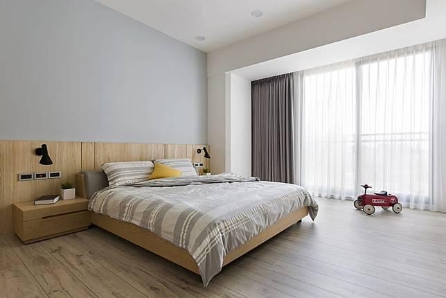 3. 木頭色調的床頭牆