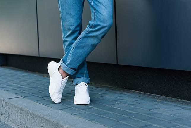 9 Cara Menjaga Sepatu Sneaker Putih Tetap Bersih