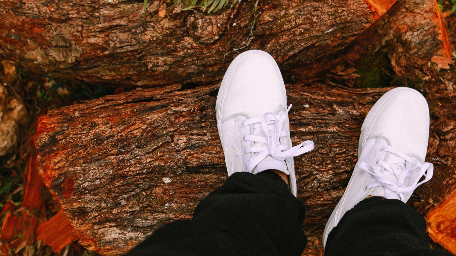 必學白色帆布鞋清潔秘訣!用小蘇打輕鬆洗白鞋~返黑還白很簡單!