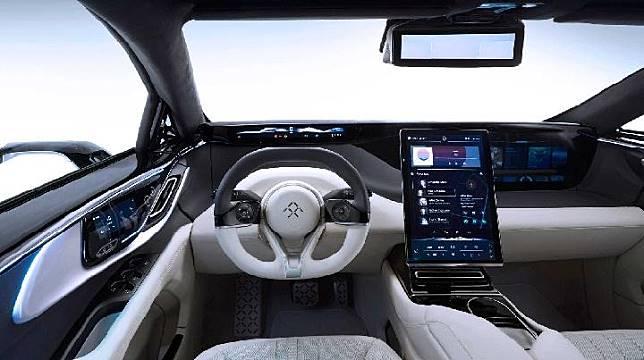 Desain mobil mewah Faraday yang memiliki 11 layar di kabin. Sumber: motor1.com