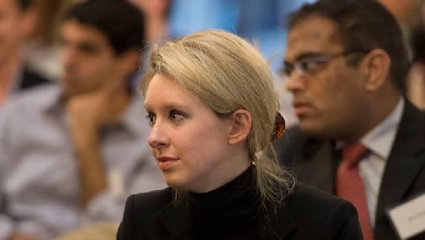 被譽為女版賈伯斯、身價數10億》「一滴血驗百病」如何從最偉大創新,變最完美的醫療騙局?
