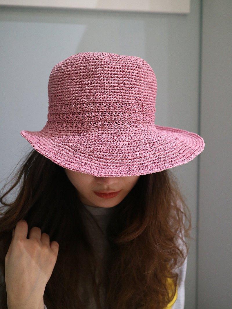 優雅典雅造型粉色夏天最佳遮陽帽 帽沿前寬後窄 整體設計特殊吸引眾人眼光 輕挺透氣可折疊 純手工鉤針編織