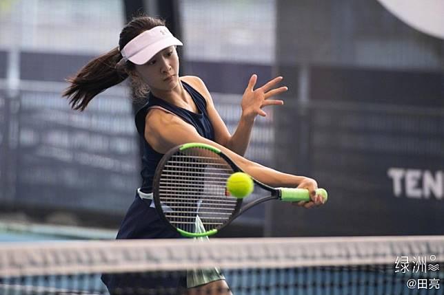 森蝶一轉頭就已經係網球美少女!