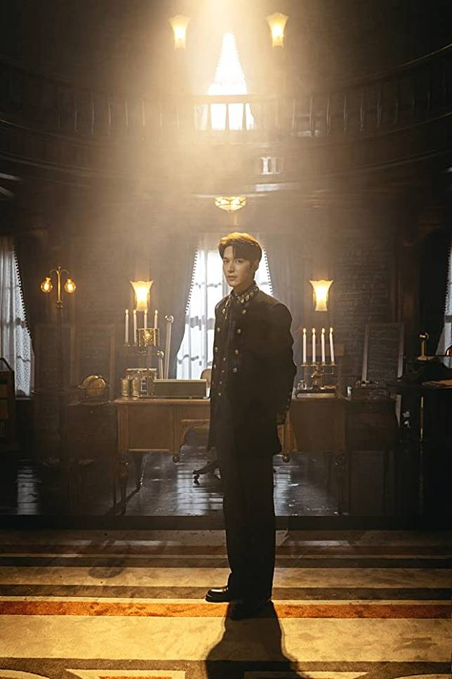 Gaya High Fashion Lee Min Ho di The King: Eternal Monarch