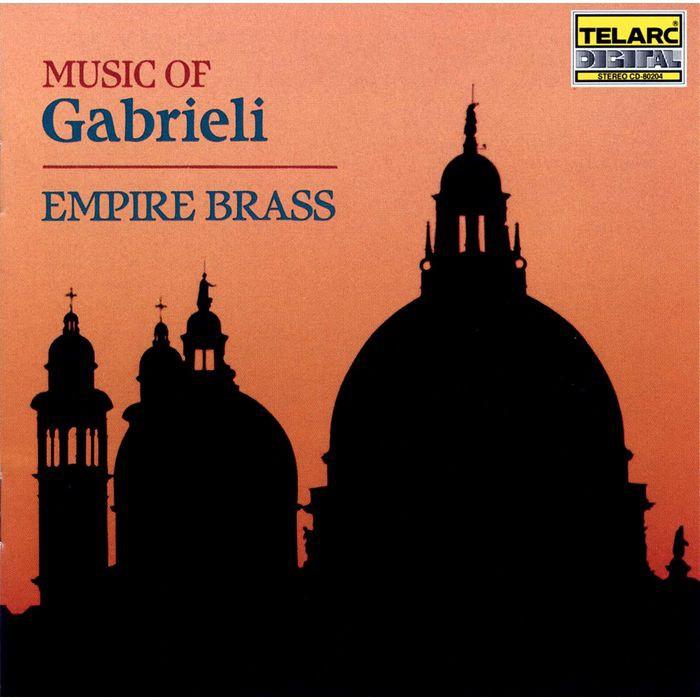 0089408020421 音樂廠牌: Telarc 義大利文藝復興時代重要作曲家嘉布里耶利是16世紀出生於威尼斯的義大利作曲家,風琴家,他早年隨任職威尼斯聖馬可教堂管風琴師的叔叔學音樂,1585年之