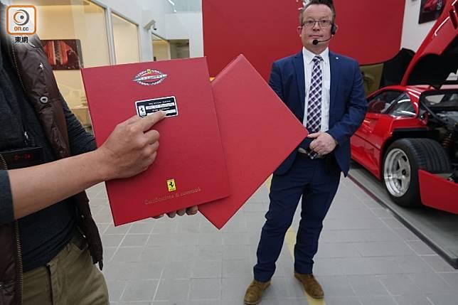 經復修後的經典法拉利會獲發「法拉利經典車證書」,以確立該輛經典車的質素及價值已獲原廠認證。(張錦昌攝)