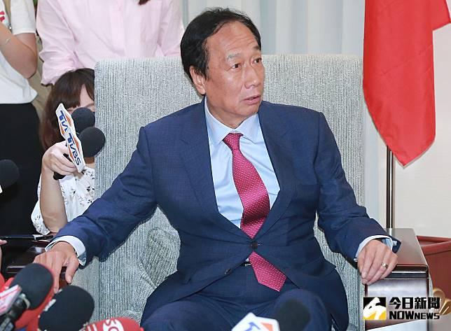 ▲鴻海創辦人郭台銘拜會前立法院長王金平。(圖/記者葉
