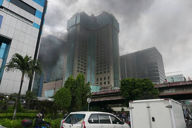 Smoke rises in the Slipi area of West Jakarta on Wednesday afternoon during the post-election riots that started on Tuesday night.