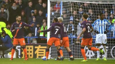 Thắng đậm Huddersfield, Man City tiếp tục bám đuổi Liverpool